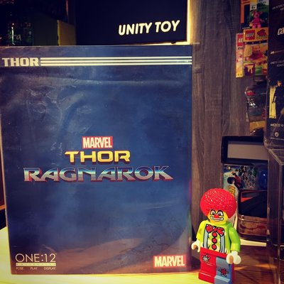 MEZCO TOYZ ONE:12 COLLECTIVE Thor Ragnarok Gladiator Thor (Unity Toy)