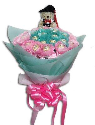 娃娃屋樂園~🎓我們畢業啦~畢業熊+40顆金莎棒花棒雙色分享花束 每束1700元/畢業花束