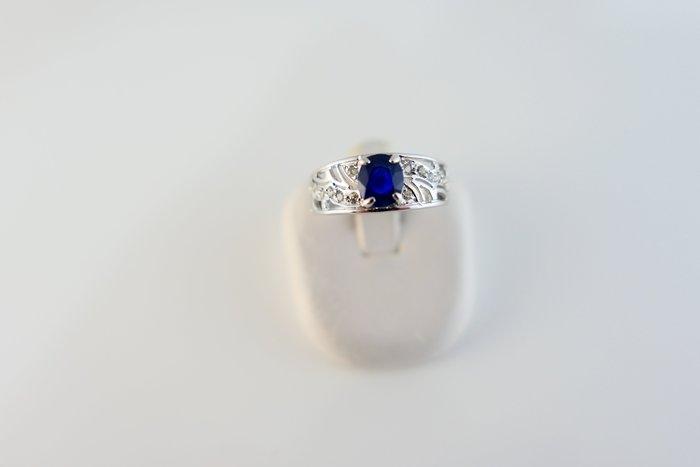 [吉宏精品交流中心]1.00克拉 天然藍寶石 天然鑽石 白K金 造型 戒指