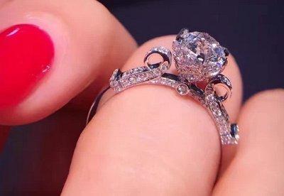 全新純銀鉑金求婚鑽戒 新款花蕾鑽戒 高火彩結婚鑽戒 鑽石戒指 1克拉