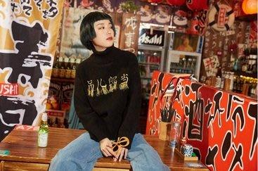 【黑店】原創設計 中文漢字刺繡流蘇高領針織衫 個性高領針織上衣 百搭保暖刺繡針織上衣YR129