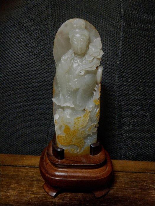 和闐玉雕◎  持蓮觀音   原石帶黃皮沁