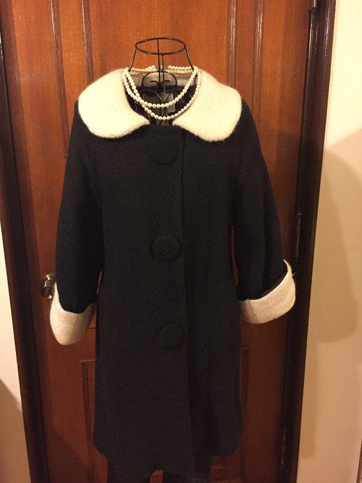 Persphone 義大利品牌 - 氣質優雅大鈕扣設計黑色大衣