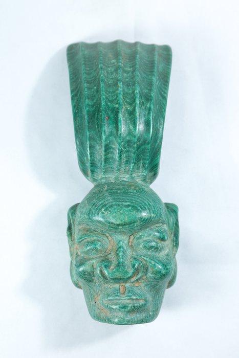 《博古珍藏》紅山文化遺物.孔雀石太陽神首髮冠擺件.785公克.老鉈工.收藏多年.感恩特賣會.超值回饋