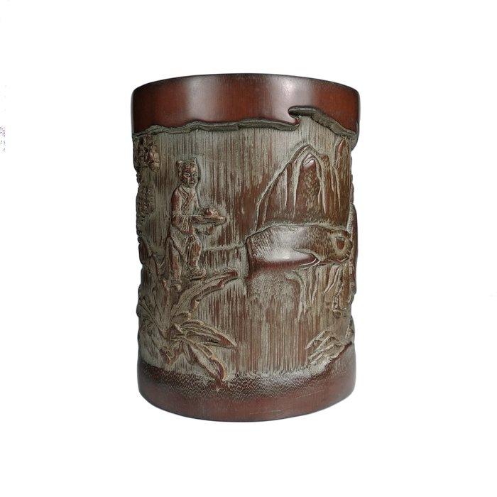 《博古珍藏》竹雕「山子圖」筆筒.351公克.早期收藏.老件文物精品.行家勿錯過.超值回饋
