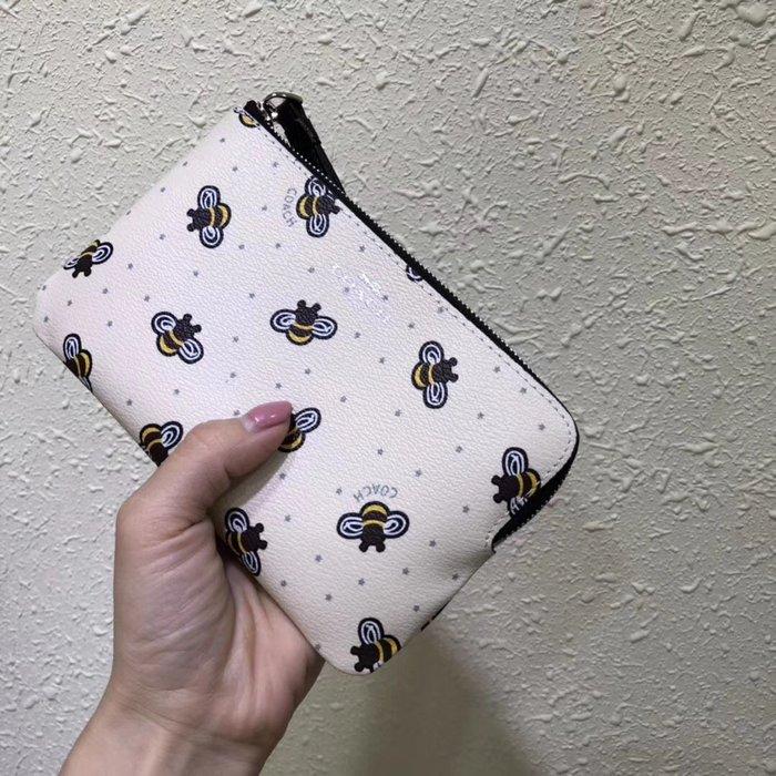 NaNa代購 COACH 26652 新款可愛蜜蜂印花L型拉鏈零錢包 手挽包 超萌可愛 輕便易攜 附代購憑證 買即送禮