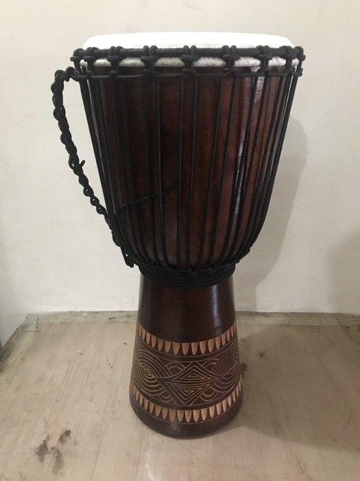 【華邑樂器54709-1】12吋非洲鼓-手工雕刻款 無拼接單塊實木 高60cm(羊皮 Djembe金杯鼓)