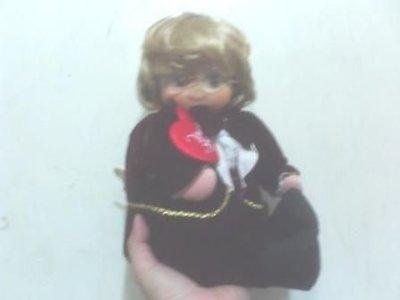 全新戴眼鏡眼睛會閉張開音樂娃娃(轉發調頭會動有音樂)(高約35公分)