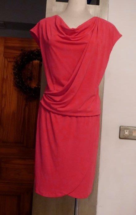 [C.M.平價精品館]S現貨最後一件出清特價/設計師精品專櫃/優雅垂墜領側前開叉裙襬性感簡單好氣色玫紅短袖洋裝