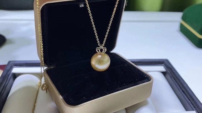 (輕舞飛揚)18k金鑲嵌天然海水南洋金珠吊墜,頂級珠寶級珠光~珠光寶氣,佩戴超顯氣質,珍珠直徑10-11mm,口徑正圓強光無暇,送銀鍊