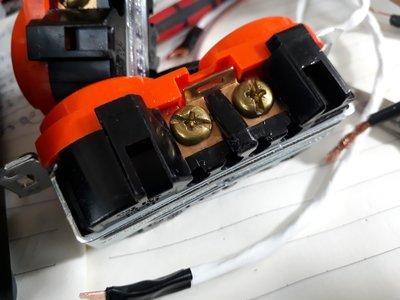 21.1.5mm厚鋁合金6位排插配LEVITON圓形醫療級/三角形獨立接地認證的紫銅程色插座特價4500元