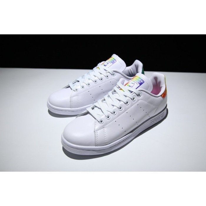 finest selection ca1f6 b96da ADIDAS ORIGINALS LGBT STAN SMITH BB1686 男女彩虹