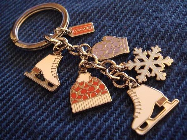 清倉大降價!全新美國名牌 COACH 冬季溜冰鞋手套雪花logo手套毛帽造型鑰匙圈!低價起標無底價!本商品免運費!