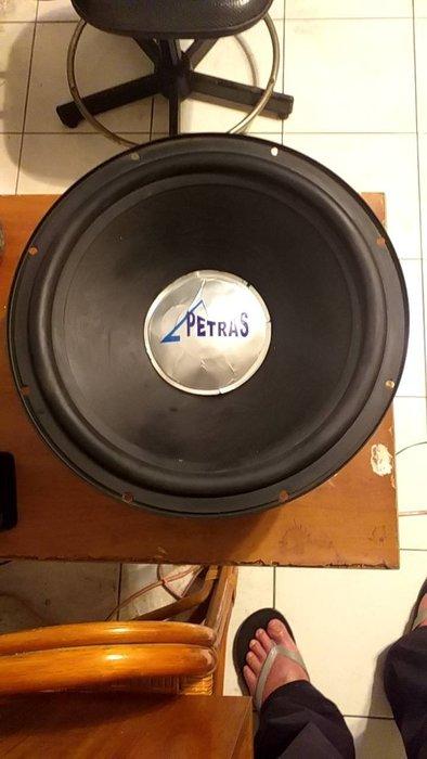 petras 中古12吋被動式重低音喇叭單體-如5張照片-中心紙盤凹陷拆開弄回原凸-重貼有摺痕-功能都正常-所以出價就賣