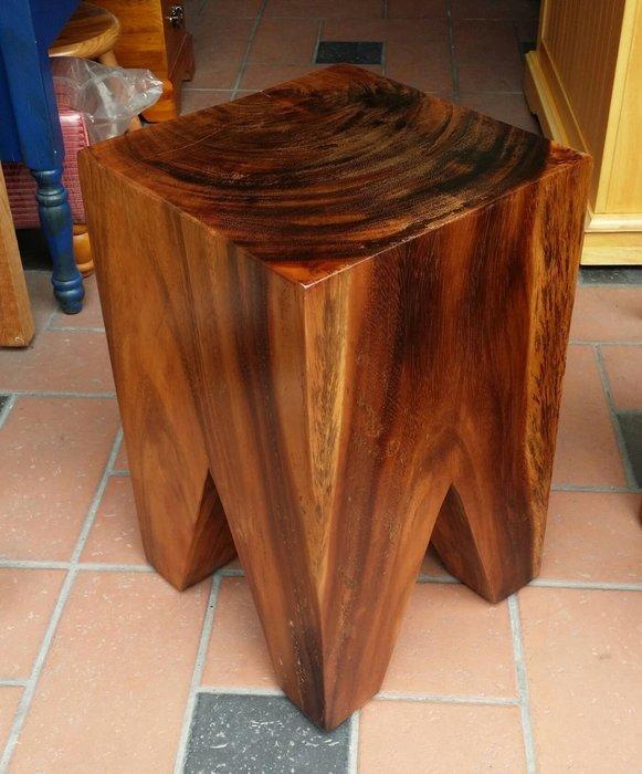 美生活館-- 全新印尼鐵刀木原木 牙齒椅/餐椅/休閒椅/花台--整塊原木處理