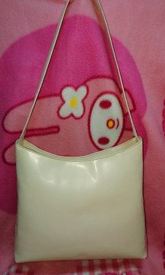 甜甜妞妞小舖 ☆ 專櫃真品 PRADA 米色漆皮真皮 手提包 肩背包 側背包