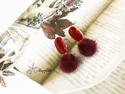 【海星 Starfish】夜魅女伶絕美深夜紅 冬季必備時尚毛球耳環