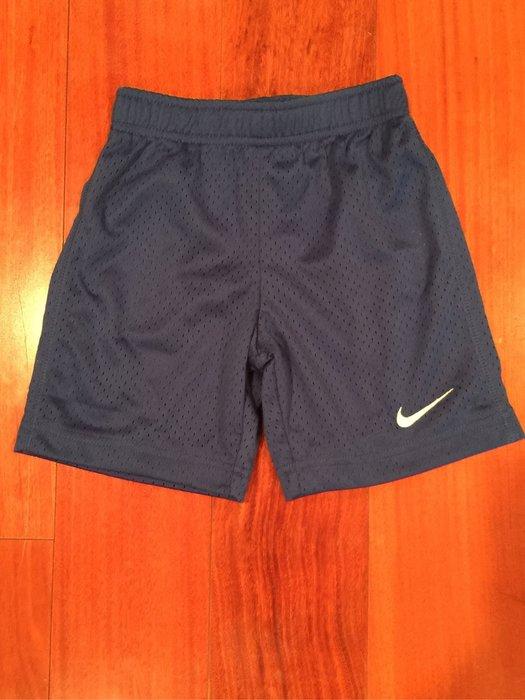 Nike 男童短褲 尺寸 4. 6歲  有2色