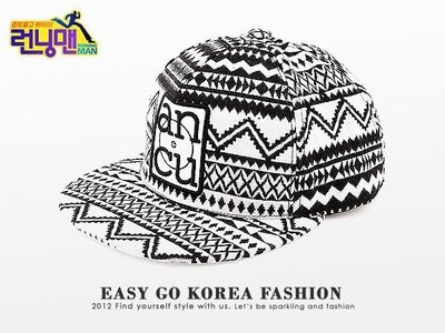 【Easy GO 韓國潮牌代購】Running Man 李光洙 - 滿版幾何圖騰印刷 後扣式棒球帽