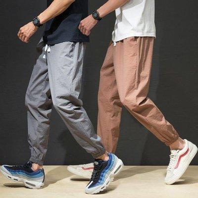哆啦本鋪 薄款休閒褲男褲子寬鬆大碼束腳運動哈倫褲冰絲超薄透氣長褲男 D655