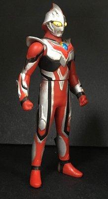 A-8 櫃 現狀品 : ULTRAMAN NEXUS 奧特曼英雄系列 超人力霸王納克斯 紅色青年型態 軟膠