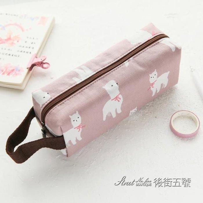 [特惠免運]簡約大容量小清新可愛帆布文具袋創意個性搞怪化妝包少女鉛筆袋—《MONA》