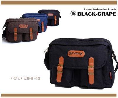 韓系 型男必背復古皮革磁釦質感格紋布料仿舊斜背包【S5050】黑葡萄包包