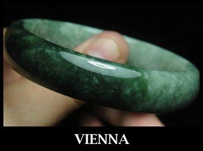《A貨翡翠》【VIENNA】《手圍18.5/14mm版寬》緬甸玉冰種頂級特濃加重豆草綠/玉鐲/手鐲W+^038