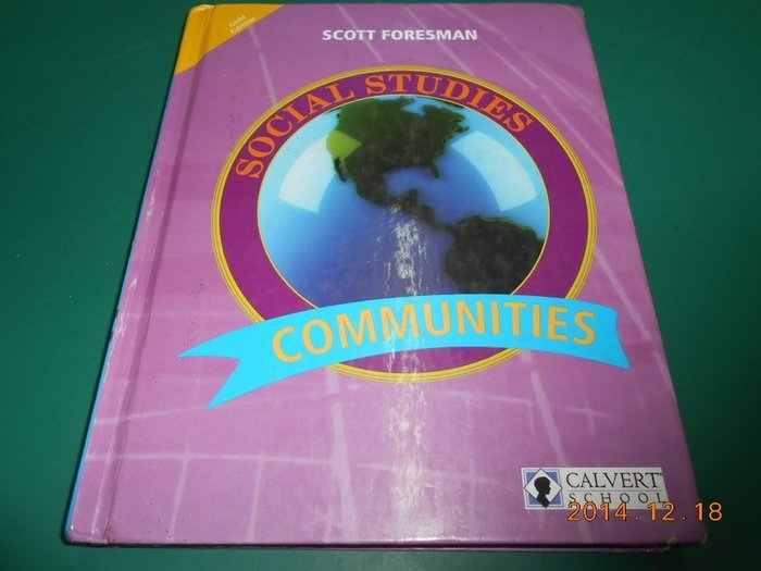 《COMMUNITIES》八成新 Gold Edition ISBN:0558257402 精裝本 有劃記,外觀角破損