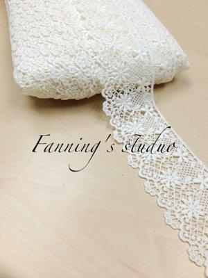 【芬妮卡Fanning服飾材料工坊】格紋網底拼接大小花朵刺繡蕾絲 高5.5cm 1碼入