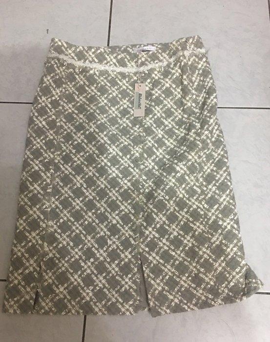 台灣知名設計師郭又菁 及膝裙   原價15800元。便宜出清 全新品 約30腰  長度60公分