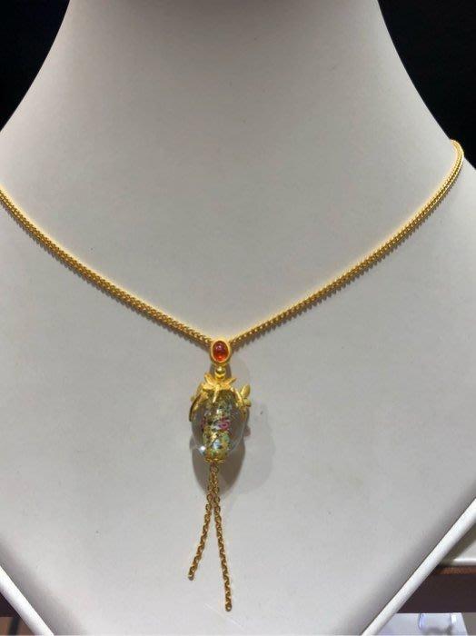 千足黃金墜飾,獨家特殊款式不撞款,配上琉璃工藝超漂亮值得收藏款式,超值優惠價6280,中間琉璃是可以轉動,時來運轉設計概