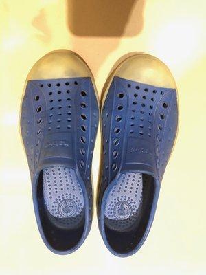 native 藍色洞洞鞋 (二手)