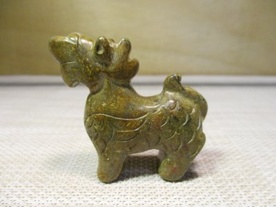 [和闐老玉] 帶皮青青妙色吉祥獸/青青草上绿,麒麟出清奇,本是吉祥獸,到得寶地遊。主福人居福地,富貴大吉!