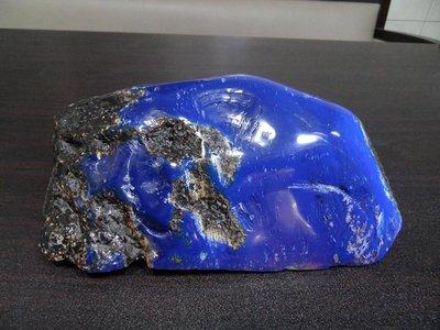 天然螢光變色藍珀.藍琥珀( 原礦局部研磨 )珍玩500A