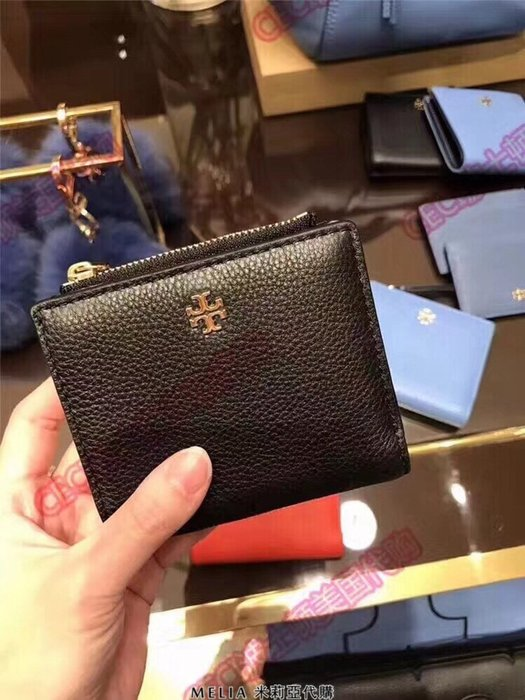 Melia 米莉亞代購 2018年 歐美精品 Tory Burch 托里伯奇 官網同步 摔紋 新款 對折 兩折 短夾