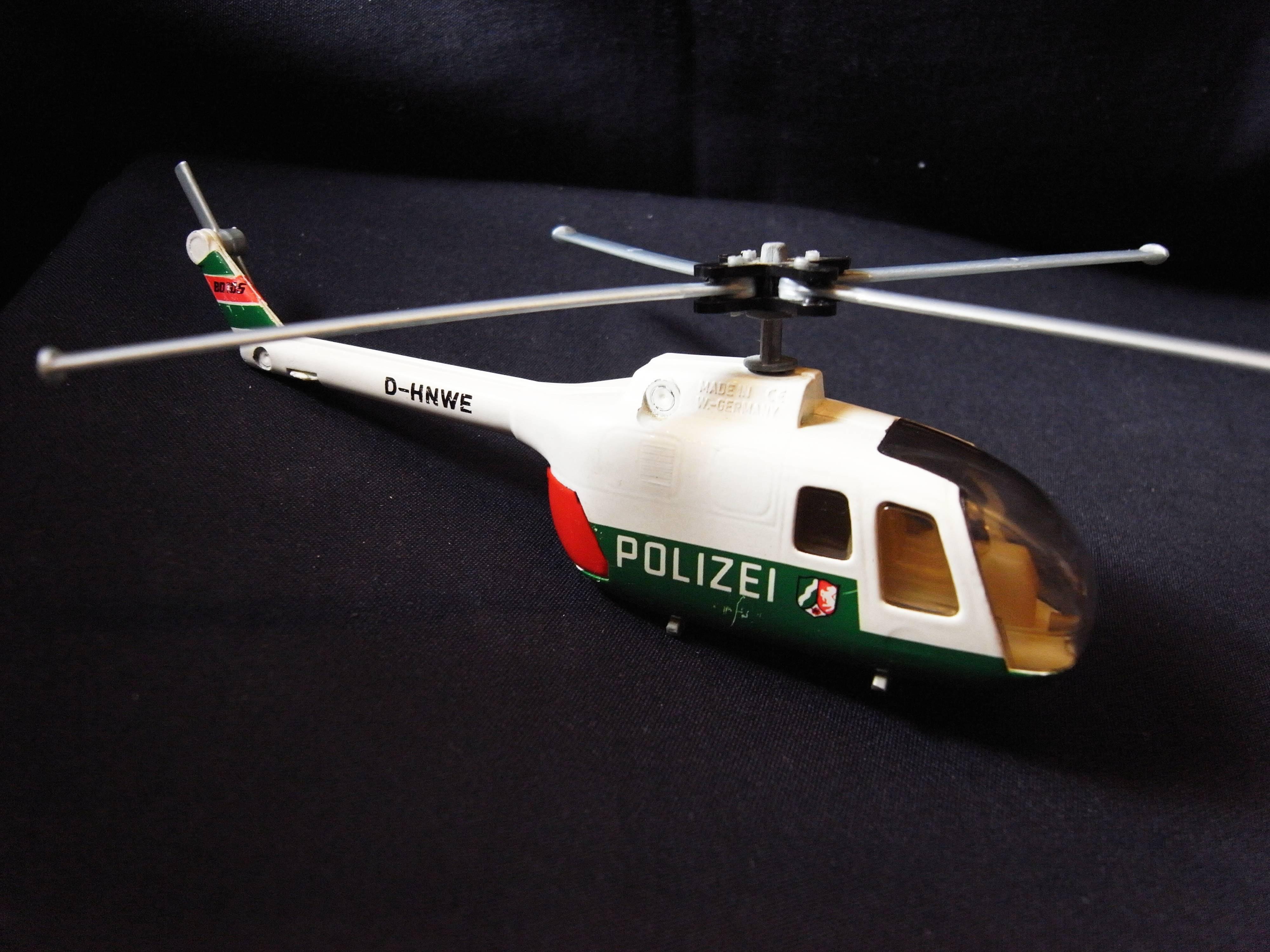 *阿威的藏寶箱‧*【絕版特價 德國製 D-HNWE  POLIZEI 直升機模型】