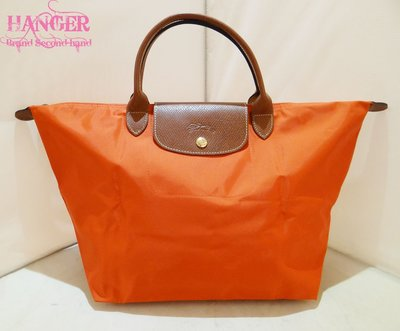 衣架二手名牌(南西店) 【真品Longchamp橘色(中款)水餃包 摺疊包 手提包】全新品(11316)