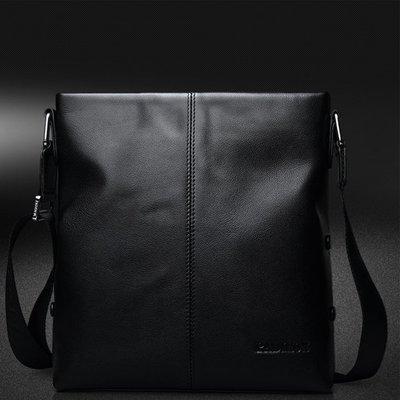 【浪漫汐草街】  K1046  英倫風新款男士包包真皮休閒單肩包斜挎包時尚簡約小背包潮包