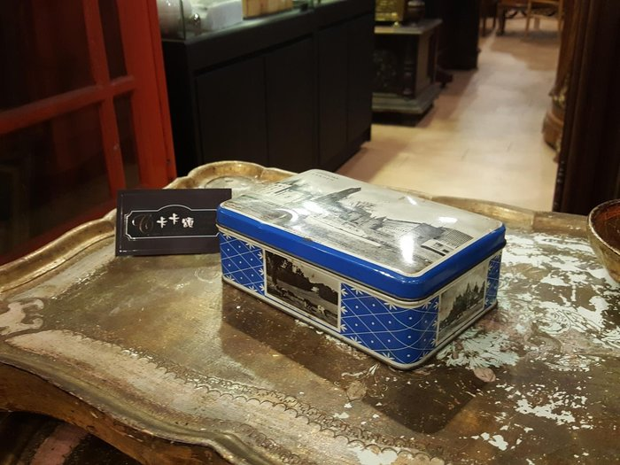 【卡卡頌 歐洲跳蚤市場/歐洲古董】歐洲老件_歐洲黑白風景 藍 老鐵盒 餅乾盒 糖果盒 小物收納盒 m0544 提供租借✬