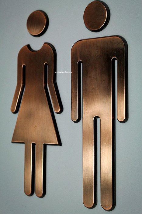 尼克卡樂斯~設計款仿金屬電鍍男女廁所標示貼牌【大款電鍍銀色/復古銅】ABS背膠男女廁告示牌 化妝室標示牌洗手間指示牌