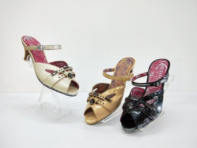 ║阿貴鞋麗屋║ Macanna**麥坎納專櫃~ 赫拉系列~牛皮壓紋~全新寶石低跟涼拖鞋 08077