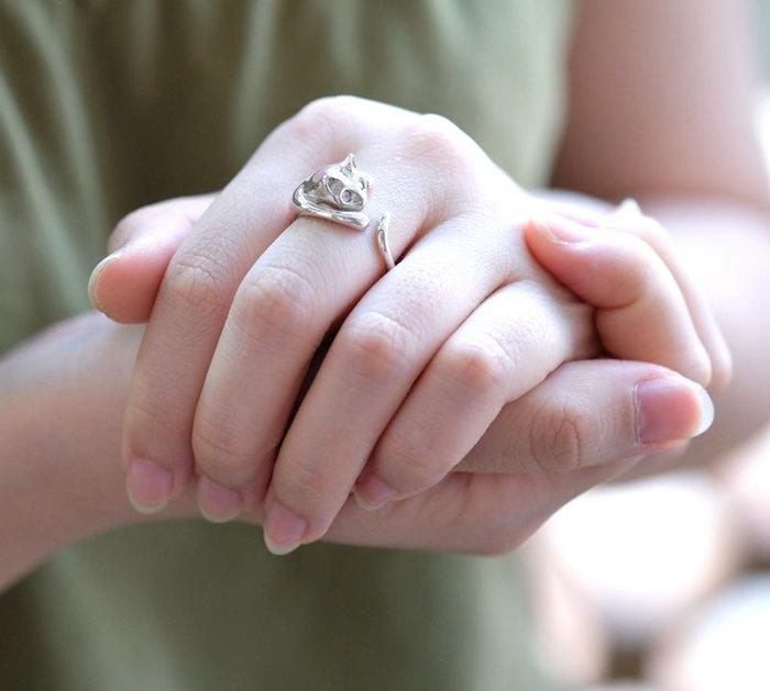 奧嘉精品工作室 Martina Olga 925純銀飾 立體小貓環抱手指晶鑽開口戒指 鑽色可換