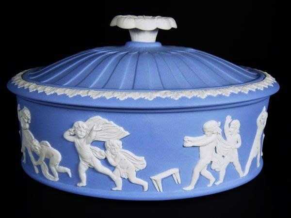 W20 WEDGWOOD 淺藍碧玉浮雕~18世紀 Blind Man s Bluff 稀有 獨特 捉迷藏大珠寶盒OVAL