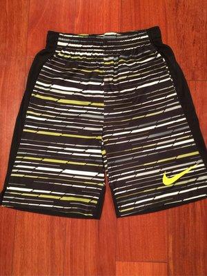 Nike 男大童短褲 尺寸 M, L