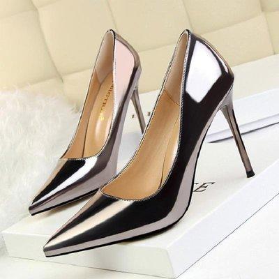 美麗鞋坊尖頭紅色高跟鞋女細跟春秋新款職業禮儀漆皮淺口細高跟女單鞋