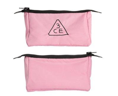 3CE 粉紅色大容量刺繡化妝包(小) 拉鍊收納包 刷具包 旅行包 PINK RUMOUR POUCH 防偽標籤 ❤預購❤