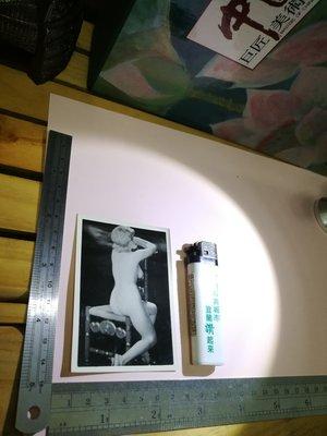 銘馨易拍重生網 PSS85 早期 民國50年代 年輕不要留白 少見 古董椅 裸背美女藝術寫真老照 如圖(珍藏回憶) 讓藏