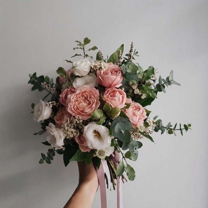 粉色系捧花。新娘捧花。拍照手綁花。客製捧花。台北歡迎自取【Flower&House花藝之家】