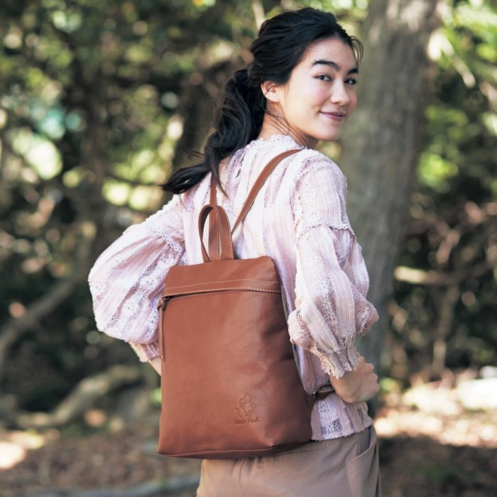 迪士尼Disney 《預購》經典維尼 時尚簡約款牛革後背包~日本製~心心小舖
